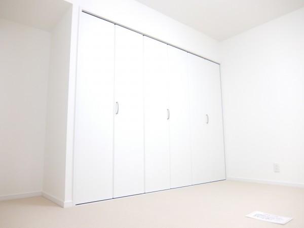 洋室2クローゼット閉